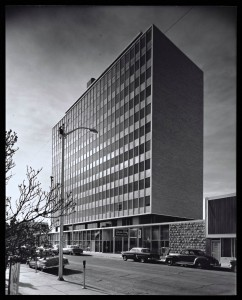 Figure 2. View toward southeast, Simms Building, Albuquerque, NM, 1955. Photograph by Julius Shulman. © J. Paul Getty Trust. Getty Research Institute, Los Angeles (2004.R.10).